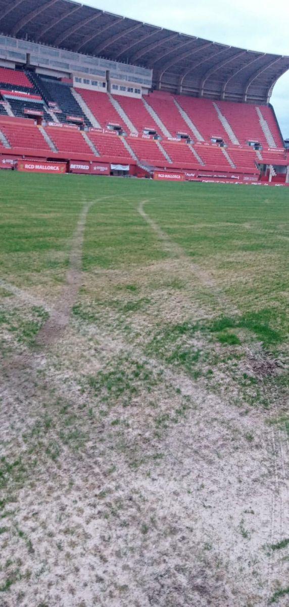 马略卡主场草皮被熊孩子毁掉,足球的魅力还是不如赛车漂移表演啊