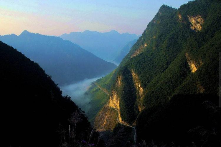 """贵州又火一景区,被称为西南""""九寨沟"""""""