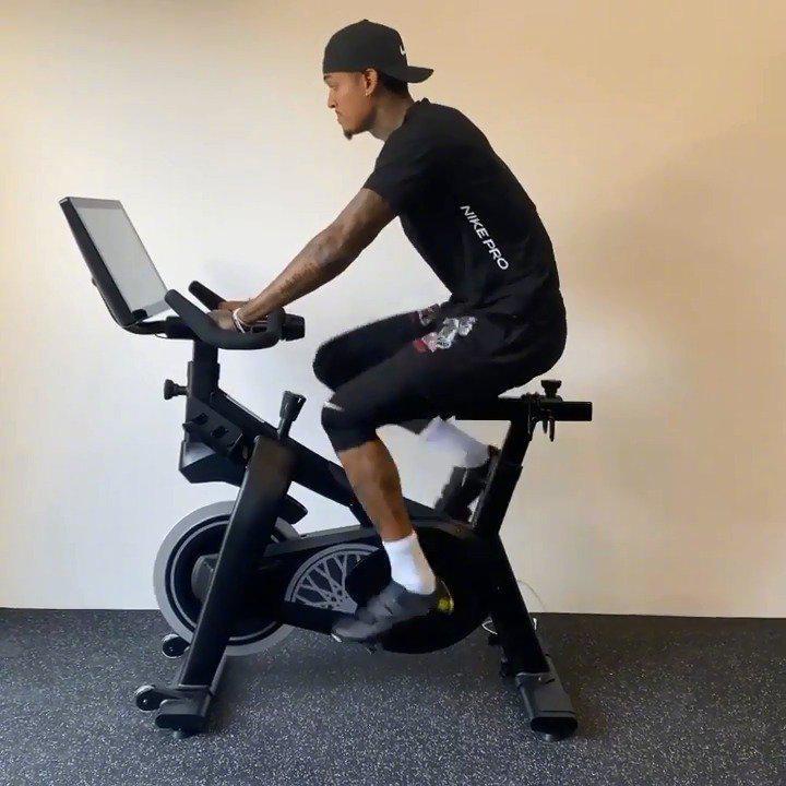 训练不停歇!休赛期间克拉克森勤奋骑动感单车,为下赛季做准备!