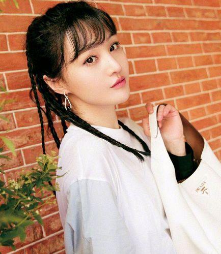 当女星留起脏辫,李小璐超嘻哈范儿,看到杨超越:难为粉丝