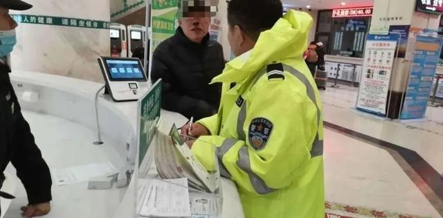 安徽快3:交通警察在通化面临这次交通事故的危险时 帮助温暖人们的心