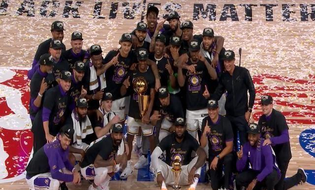 4:2,洛杉矶湖人拿下了热火,夺得了本赛季NBA总冠军。勒布朗詹姆斯毫无争议的以全票中选本次FMVP