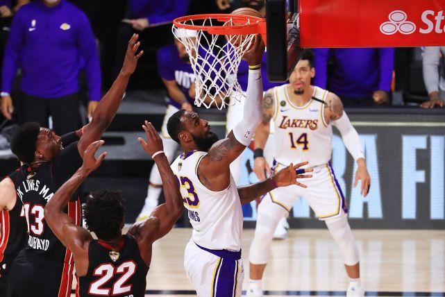 在总决赛G6竞赛中,勒布朗-詹姆斯轰出28分14篮板10助攻的霸气数据