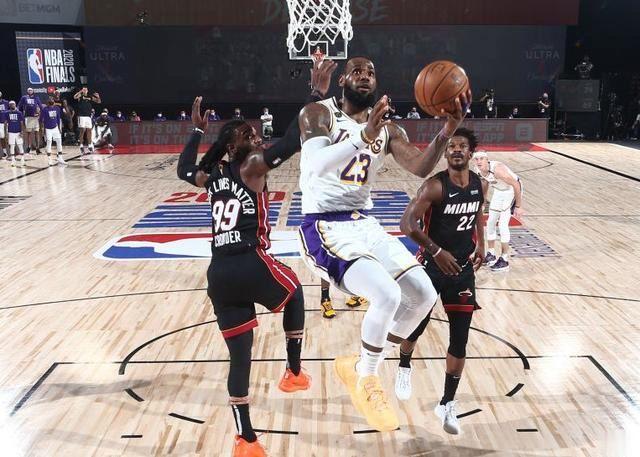 NBA总决赛湖人与热火迎来G6对决。在上一场比赛惜败热火后,湖人队的决心并没有丝毫不坚定