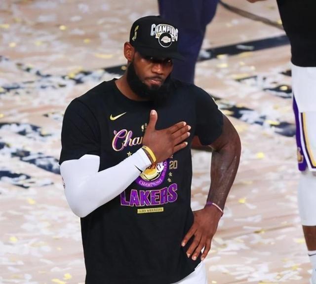 1460天的等候!NBA官方晒出詹姆斯多张夺冠庆祝照,湖人总冠军