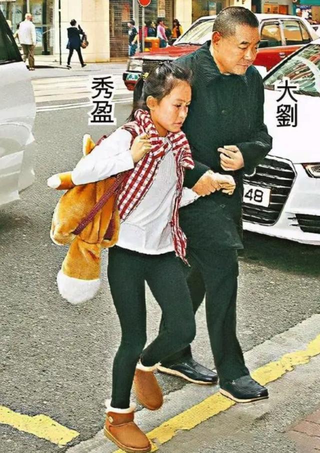 刘銮雄18岁女儿罕晒二人合照,曝生活细节,甜蜜喊话:我爱我爸