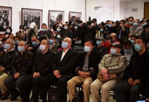 视点 《捧起希望:解海龙自述》新书发布会今天上午在京举行
