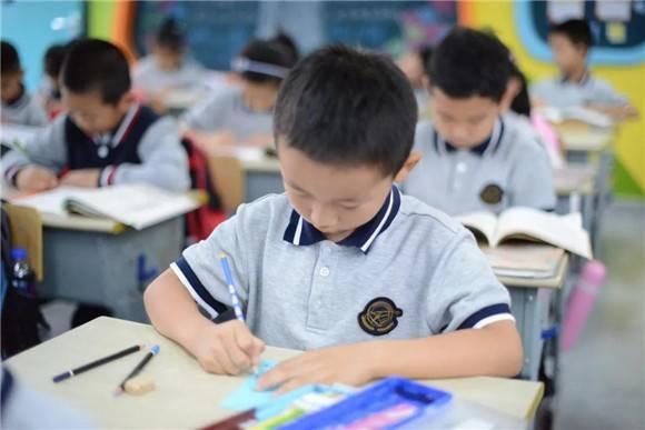 [浦东]唐镇小学:跟着诗词去旅行-小小书签 浓浓情意