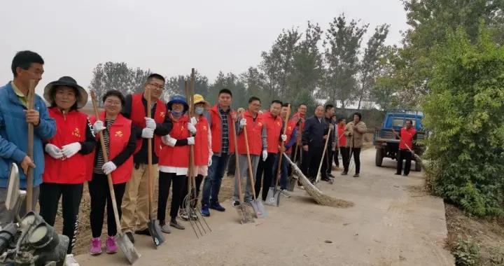 """金乡县残联志愿者""""向垃圾宣战""""建设美丽乡村"""