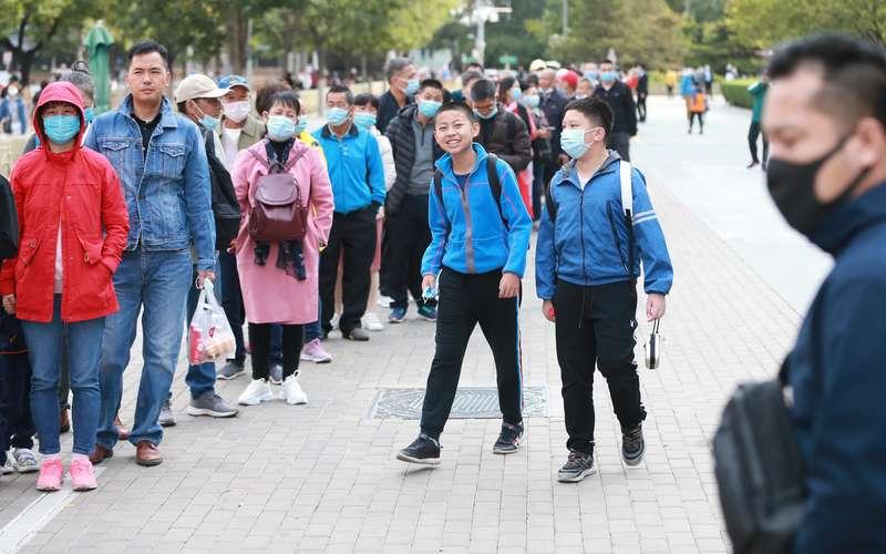 《捧起希望:解海龙自述》新书发布会在京举行 影像记录希望工程三十年