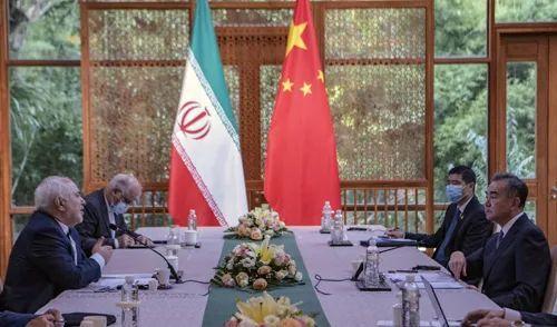 王毅在云南腾冲同伊朗外长扎里夫举行会谈