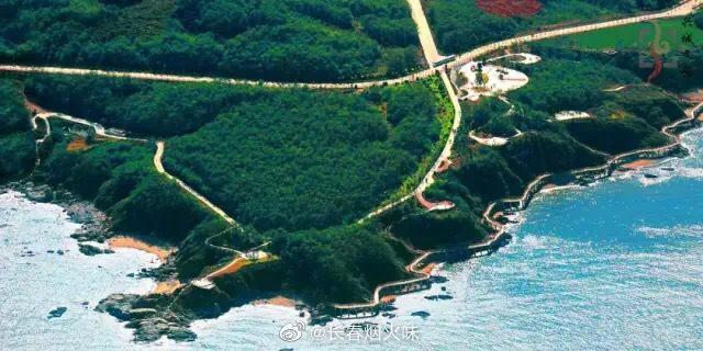 觉华岛,又称菊花岛,距兴城海滨浴场9公里,呈长葫芦形,面积13