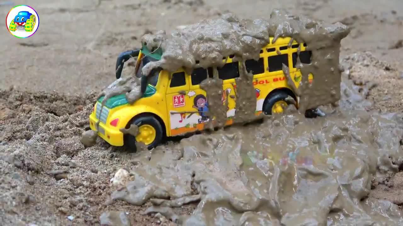 校车拉着汽车巴士去清洗,婴幼儿宝宝玩具早教益智过家家游戏视频