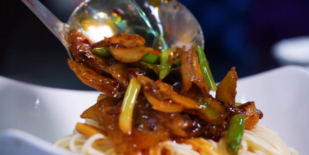 【国庆吃面 国泰民安】今天,整碗回锅肉面图片