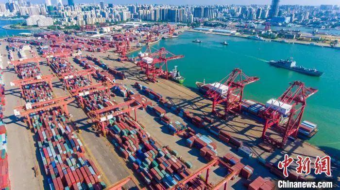 图为海口秀英港集装箱码头。 骆云飞 摄