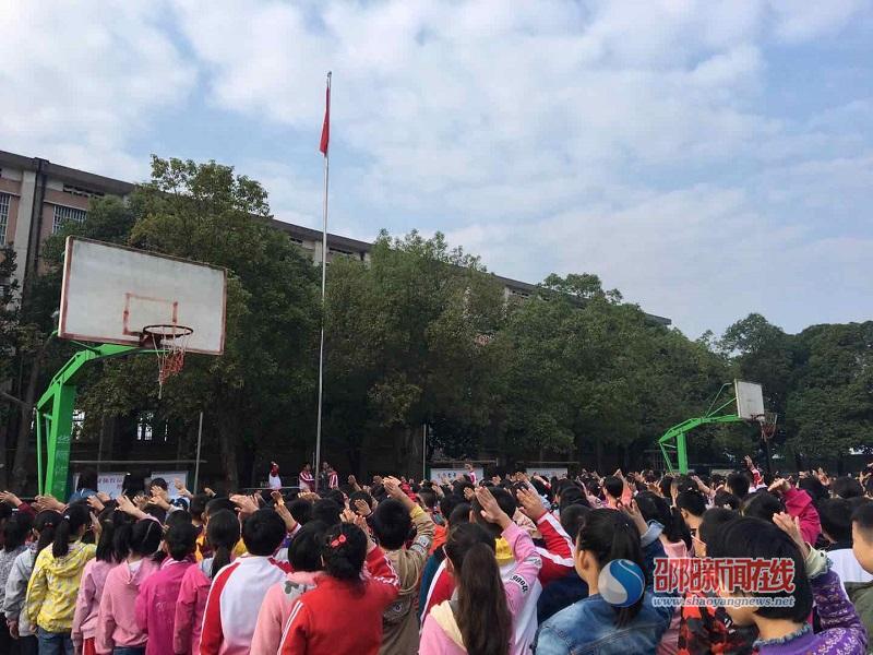 """邵东市牛马寺镇 开展了""""红领巾迎接中国"""