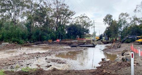 澳洲岛屿桥梁遭洪水冲毁 400户居民出行受困