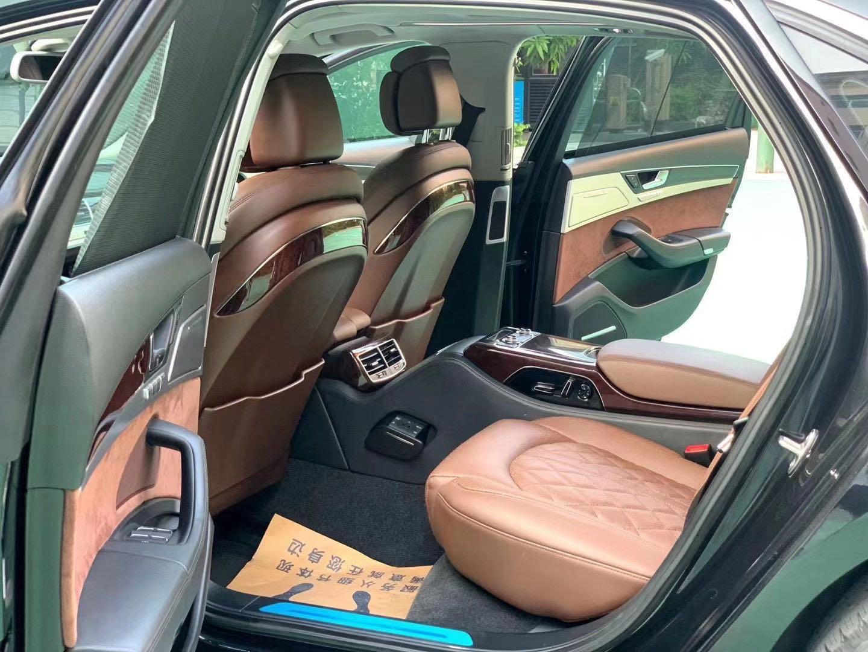 17款奥迪A8售价25万,静态的时候也透射出一种动感的气质