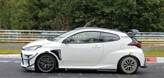 丰田雅力士运动升级版车型赛道实拍 5.5秒即可破百
