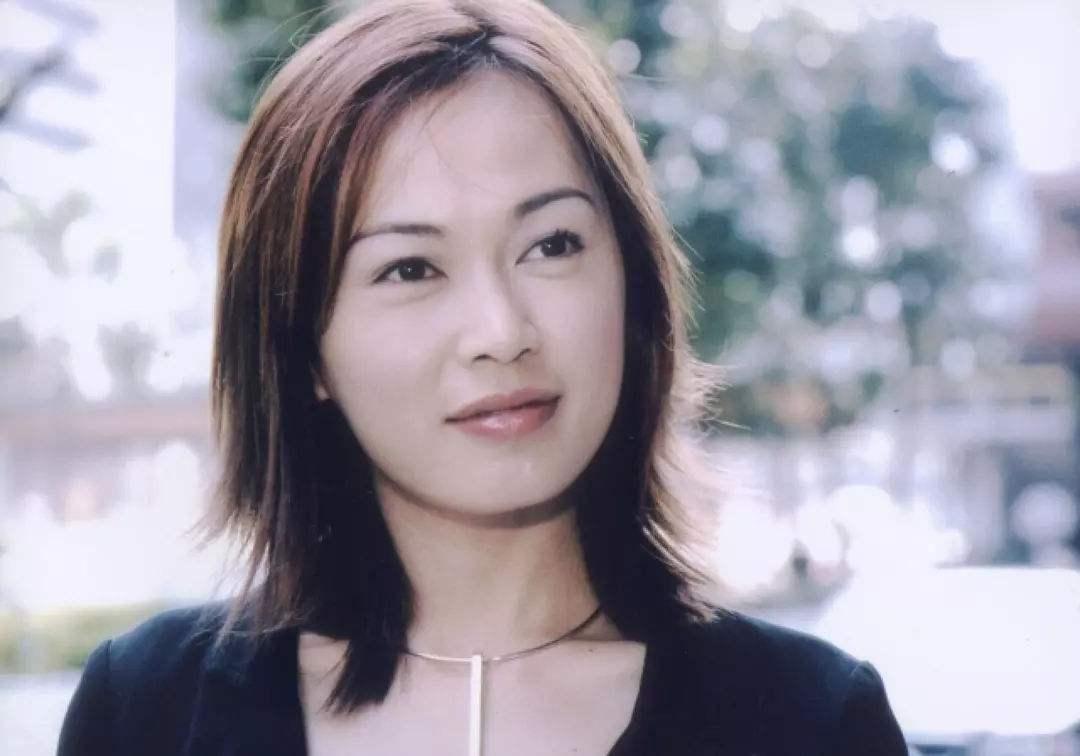她是TVB五美之一,未婚生子成单亲妈妈,今48岁胖到不敢认