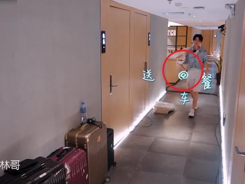 《中餐厅4》全员吃饭,林大厨却忙于工作,王俊凯一个举动暖人心