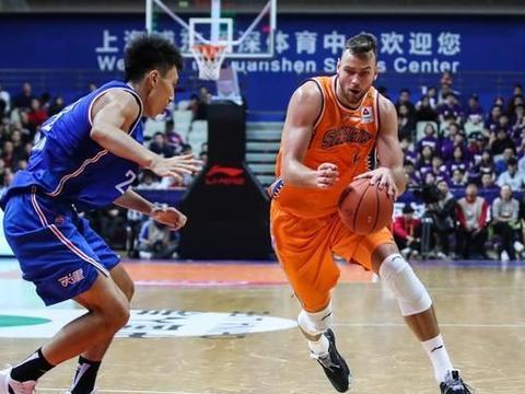 新疆男篮最新消息!莫泰尤纳斯近期与球队会合,否认签下小外援