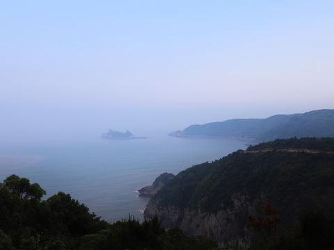 """浙江有片没有沙子的海滩,鹅卵石比拳头大,被称为苍南""""好望角"""""""