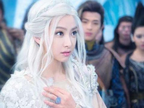 盘点女星的白发造型:宋茜仙气飘飘,李冰冰很冷酷,赵丽颖很惊艳