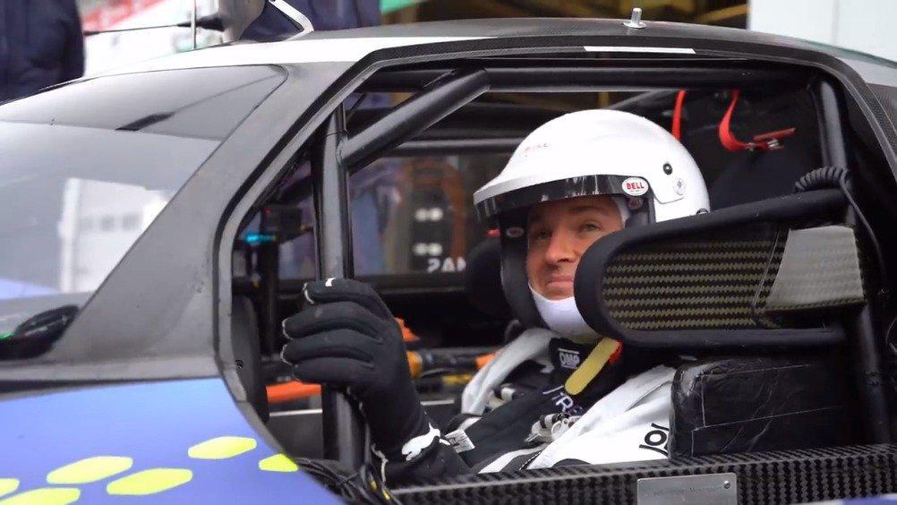 前世界冠军尼科-罗斯伯格在纽博格林赛道测试大众电动赛车ID.R……