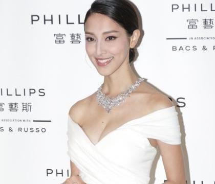 陈凯琳二胎产后首次出席公开活动,极速收身大晒好身材不敢说封肚
