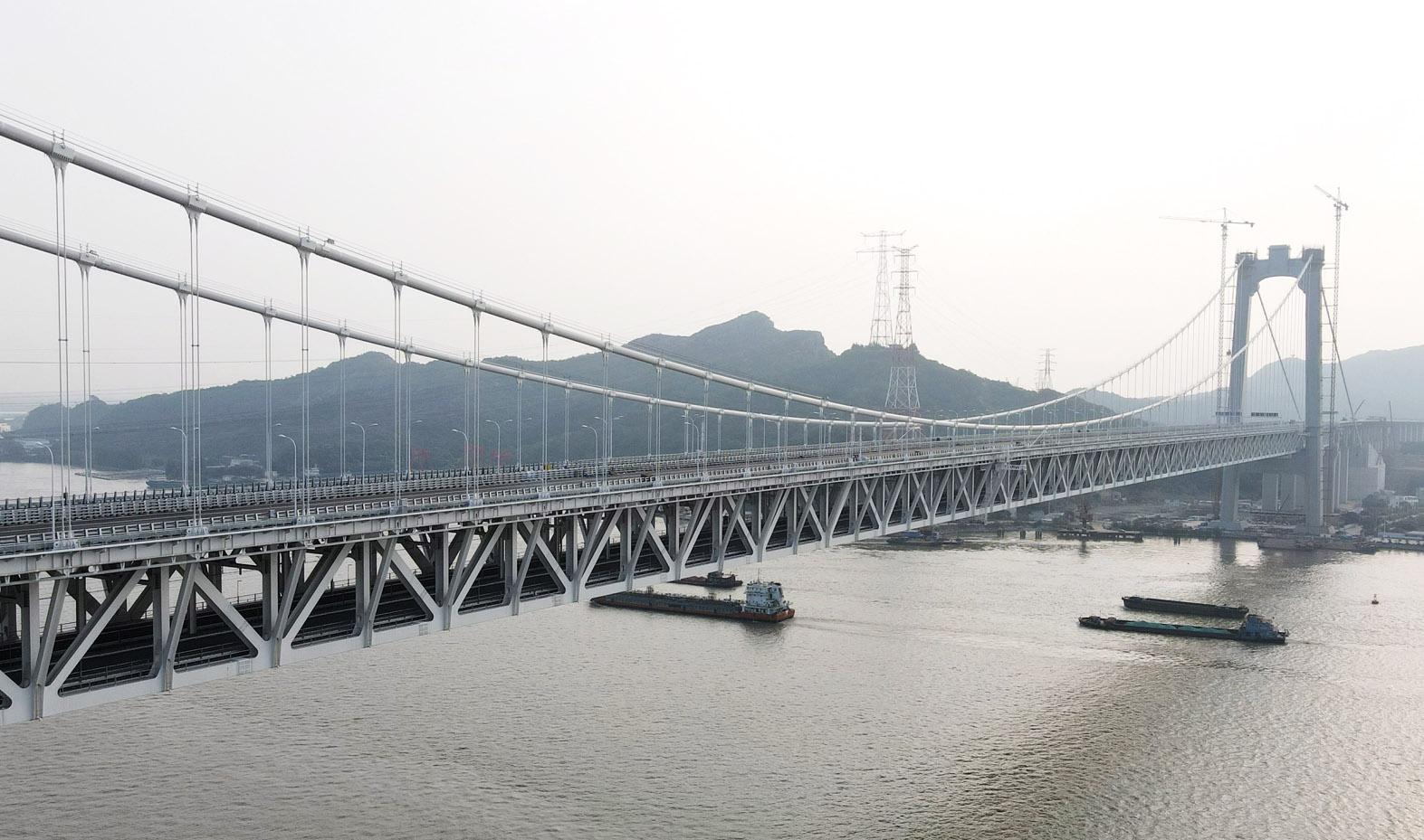 央媒聚焦五峰山长江大桥建设 一桥飞架南北静候高铁开通