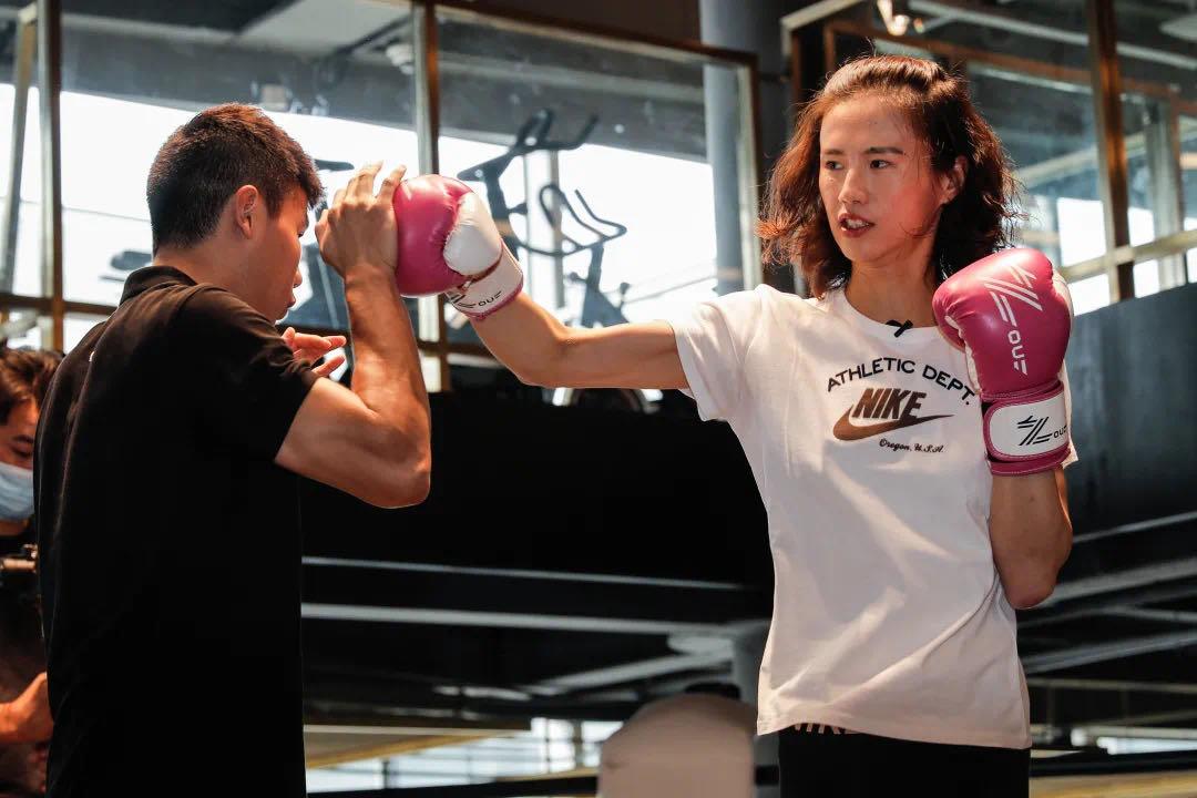 奥运冠军尝试新玩法,看邹市明给徐莉佳设下哪三道关卡?