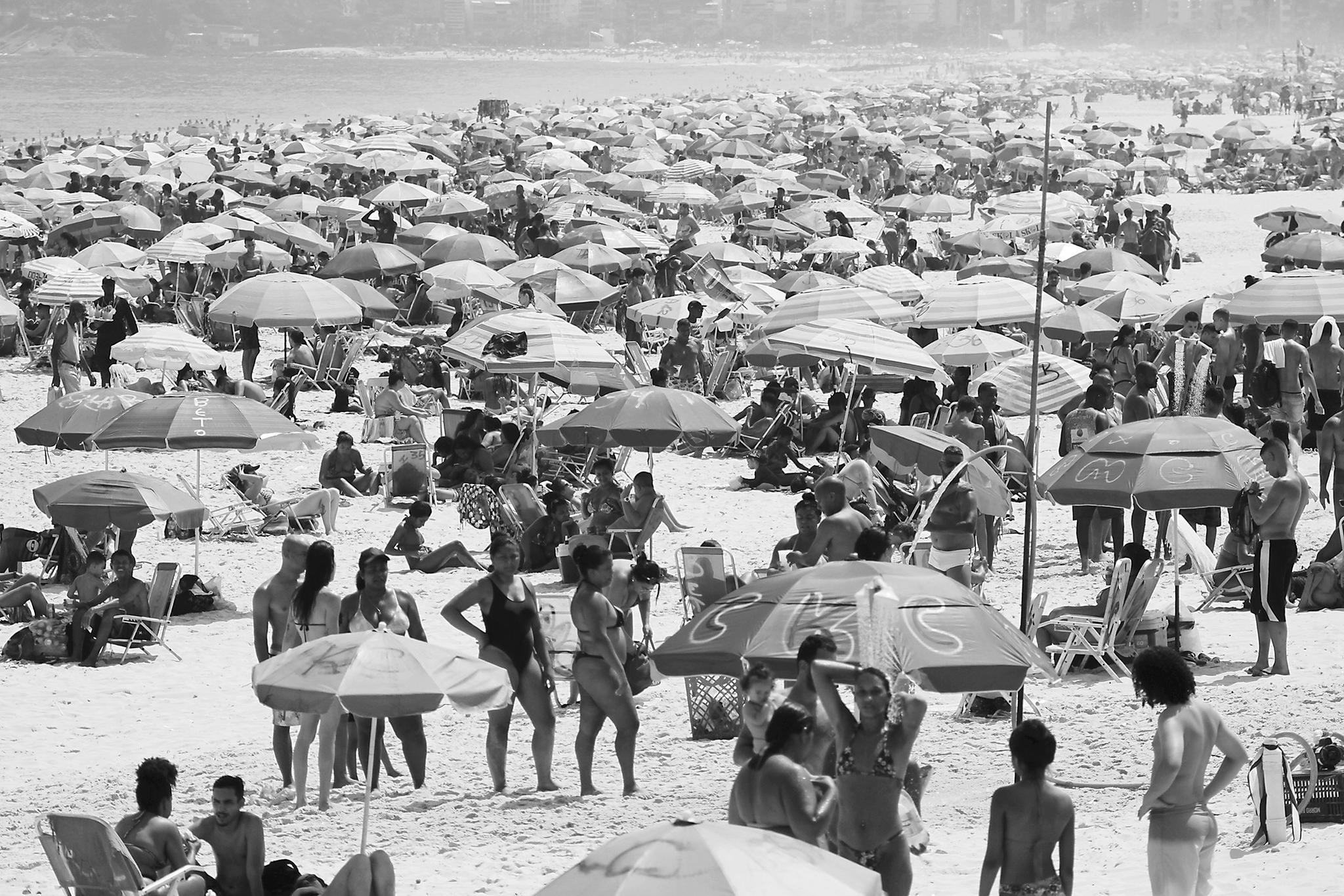 巴西海滩人山人海