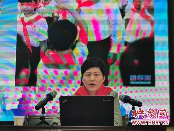 共青团驻马店团委书记刘欣英走进市第二实验小学讲授思政课