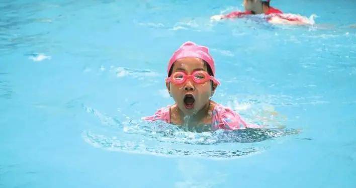 邯郸莫恩公学初小部举行游泳比赛