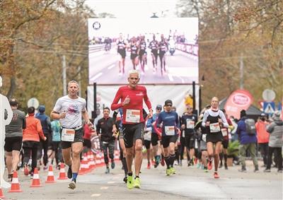 维也纳举办马拉松赛 致敬基普乔格