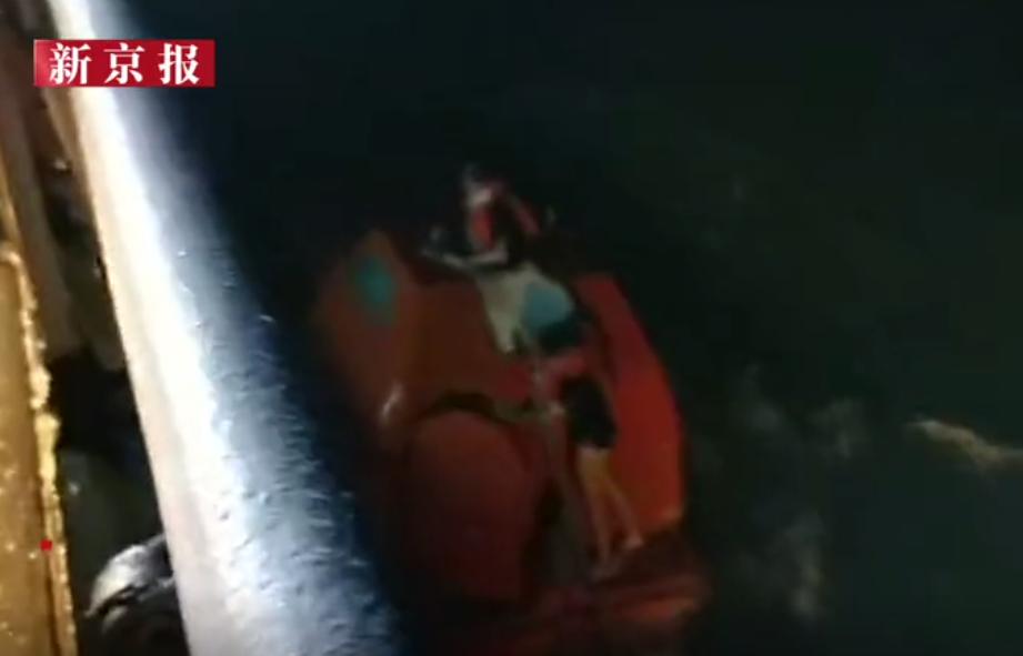 广东湛江一艘运砂船台风中侧翻,2人遇难3人失联图片