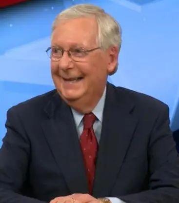 麦康奈尔笑了起来 图源:美媒