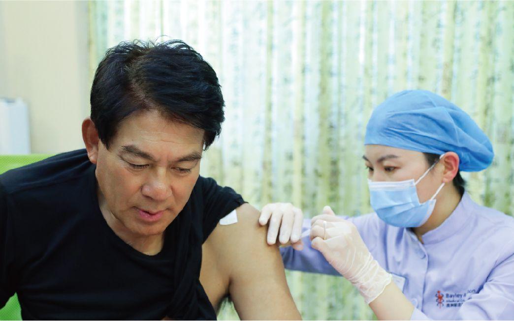 """对抗""""缠腰龙"""" 知名演员朱时茂接种带状疱疹疫苗图片"""