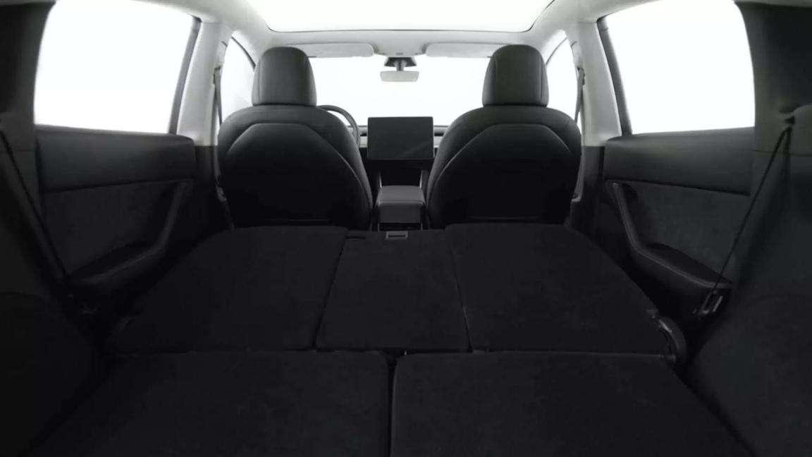 7座版Model Y座椅可能会背向驾驶室,你喜欢这种布局吗?