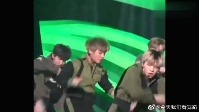 WannaOne组合朴志训直拍!韩国男团的舞蹈和歌曲总这么有力量!