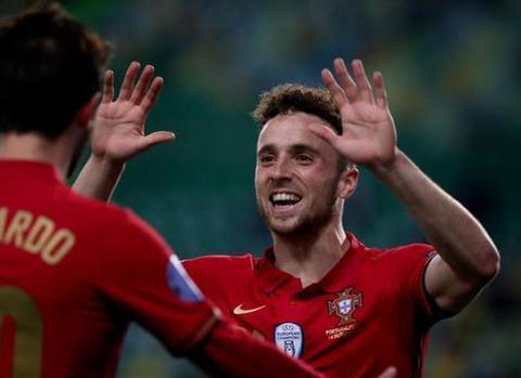 若塔今夏从狼队转会到了利物浦队,在葡萄牙表现十分亮眼!
