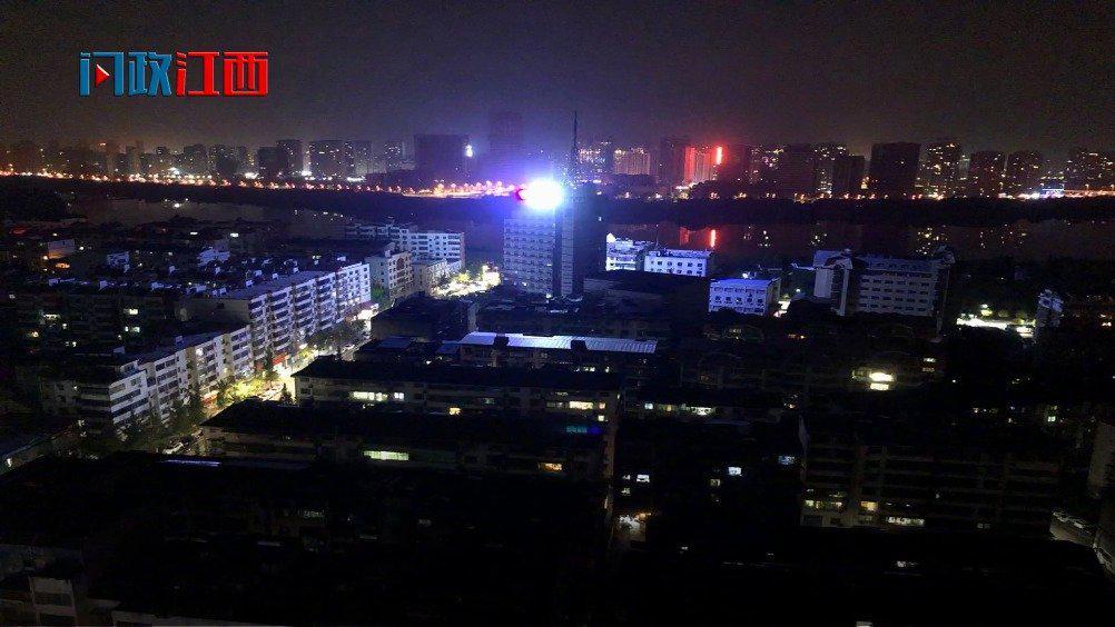 鹰潭一楼顶LED广告牌过亮被指扰民 回应将调整开启时间并调解亮度