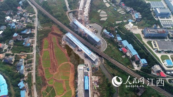 江西省最大吨位公跨铁转体桥精准转体