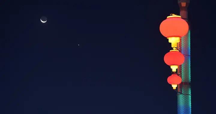 """有眼福!全球多地天空黎明前上演天文奇观""""金星合月"""""""