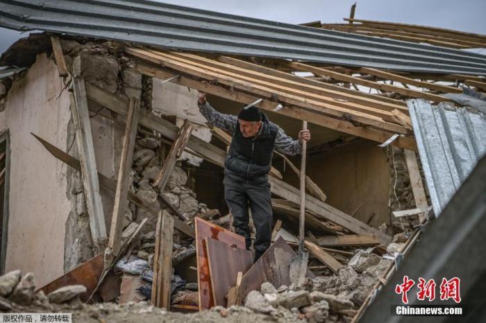 纳卡地区冲突持续 俄与欧盟磋商吁亚阿遵守停火规定