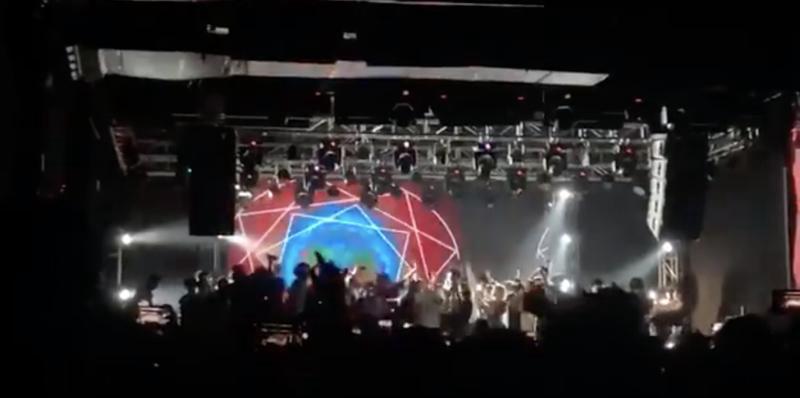 乐迷挤满巡演舞台,痛仰乐队:安全第一、尊重演出