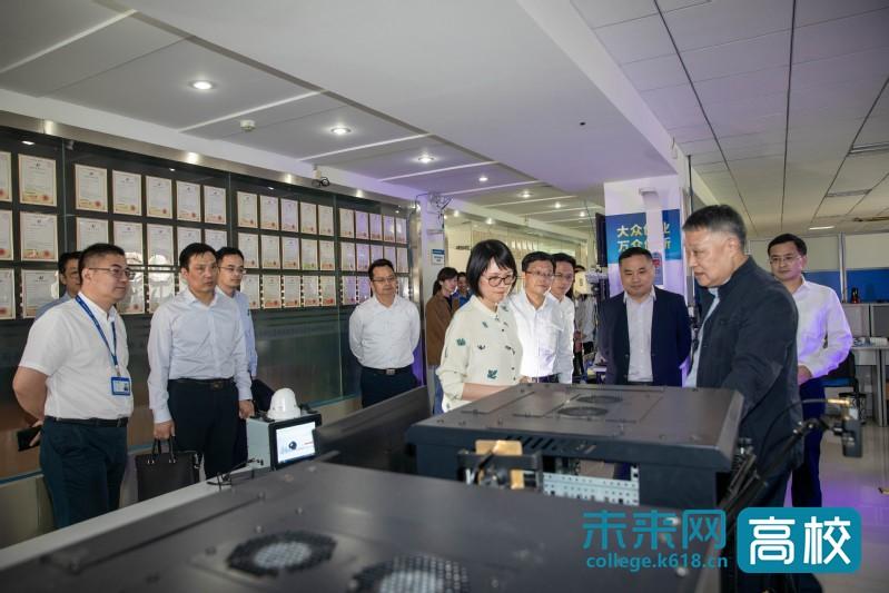 无锡市领导调研南京邮电大学物联网研究院