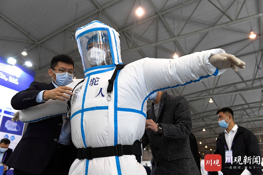 视频 | 首届四川国际医疗防疫物资博览会④:医用正压防护服犹如太空服