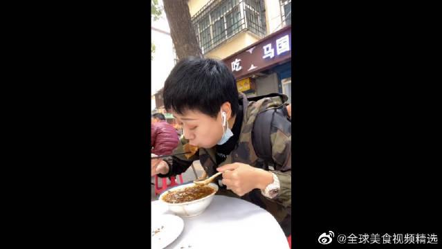 这家胡辣汤据说称霸龙首村很多年了